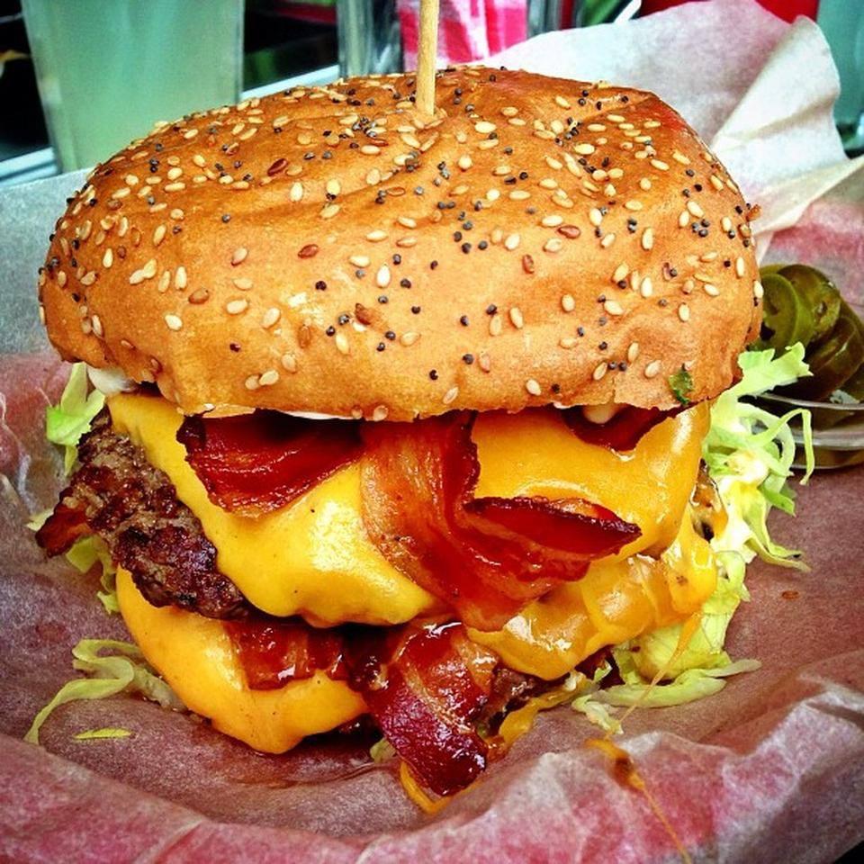 Burger-Praga-the-tavern