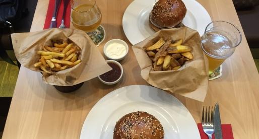 Da Meat and Greet il servizio è minimalista ma il cibo è opulento!