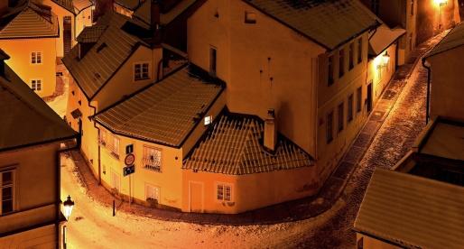 A Praga il paesaggio cambia con le stagioni: novy svet con le nave è ancora più bello.